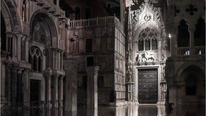 Вода внутри собора Святого Марка