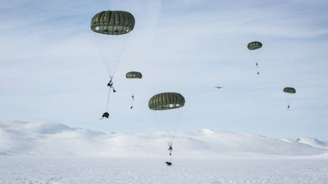 jegertroppen - norway female special force parachuting