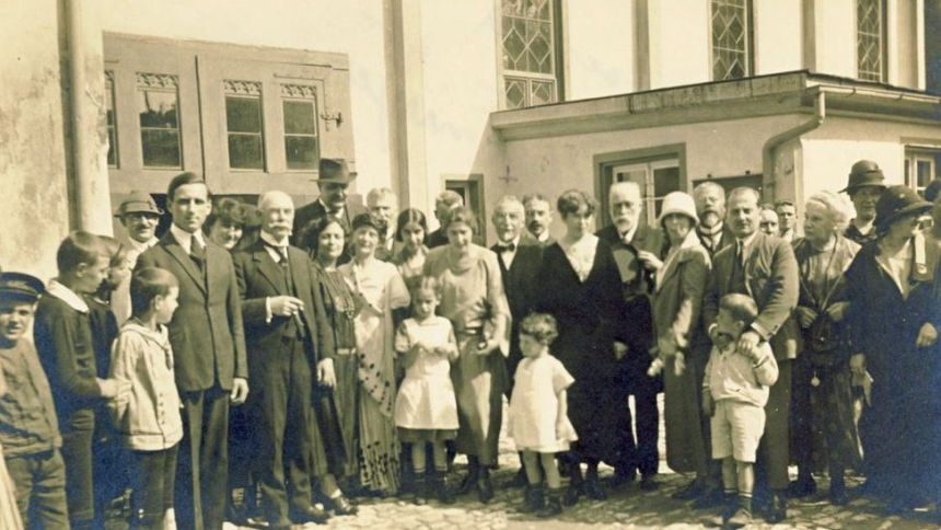 Tea party at the Steinmeyer garden, June 1924: Khurshedben is the first from the right amongst those seated at the table. Photo taken at the Steinmeyer musical organ factory in Oettingen, Germany. Khurshedben had travelled with Eva Palmer Sikelianos to Oettingen for the purchase of an organ.