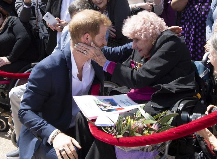 Prince Harry, Duke of Sussex and Meghan, Duchess of Sussex meet 98 year old Daphne Dunne during a meet and greet at the Sydney Opera House on October 16, 2018 in Sydney, Australia