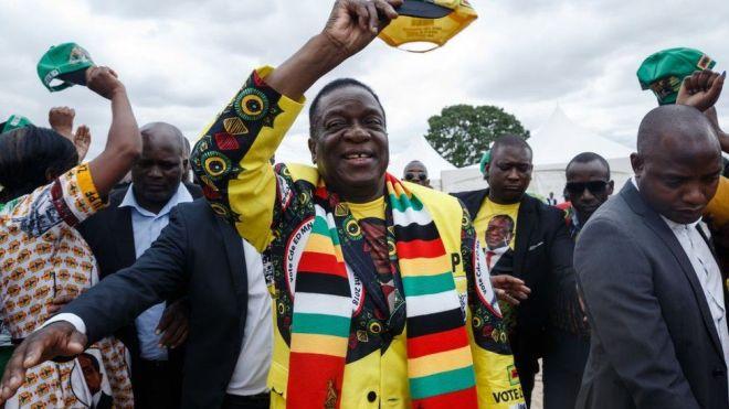 "Zimbabwe's President Emmerson Mnangagwa (C) gestures as he arrives for a ""Thank You"" rally on November 24, 2018, in Murombedzi, Zvimba, Mashonaland West, Zimbabwe"