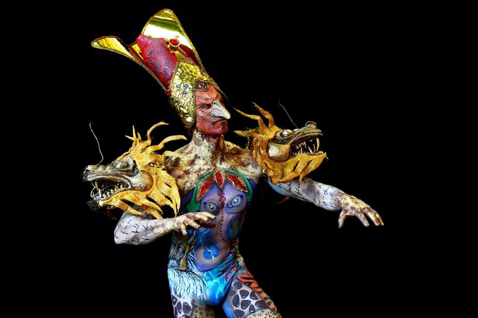 Modeli Thiago, Brezilya'dan makyaj sanatçıları Jonathan Pavan ve Alisson Rodrigues