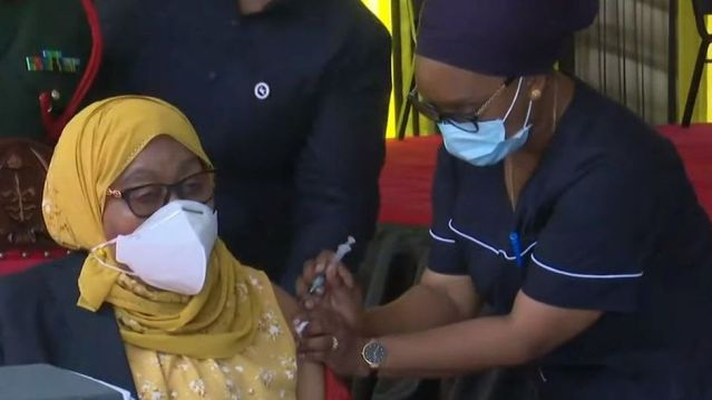 President Samia Suluhu receiving the Covid-19 vaccine
