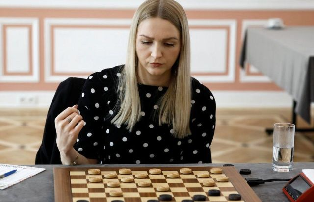 Natalia Sadowska in world title match, 28 Apr 21