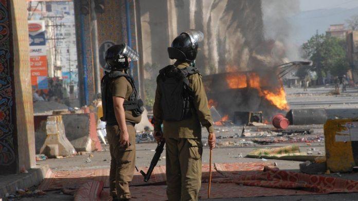 Pakistani security officials arrest supporters of Islamic political party Tehreek-e-Labbaik Pakistan (TLP)