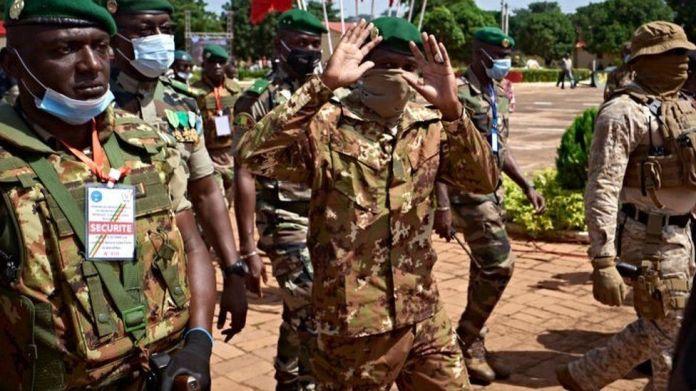 Mali coup: Col Goïta seizes power - again - BBC News