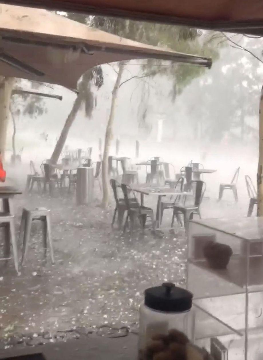ビデオから取られたこの静止画像では、hはキャンベラに落ちます。 1月20日