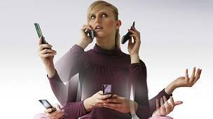 El continuo uso del teléfono agota en seguida las baterías, por eso la importancia de aumentar su duración y agilizar su carga.