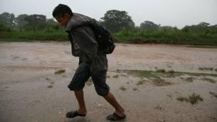 Migrante centroamericano camina por México hacia Estados Unidos. Foto: Getty