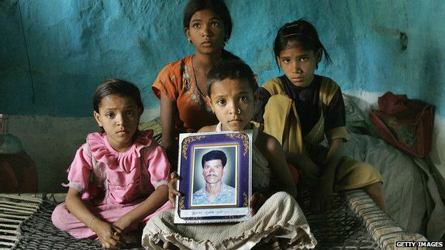 आत्महत्या करने वाले एक किसान का परिवार