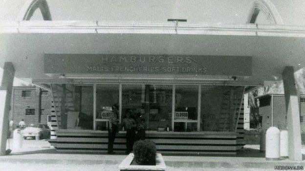 Primer restaurante de hamburguesas de McDonald's como cadena, abierto en 1955.