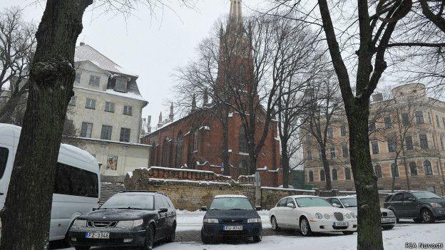 Многим российским чиновникам запретили покупать недвижимость за границей