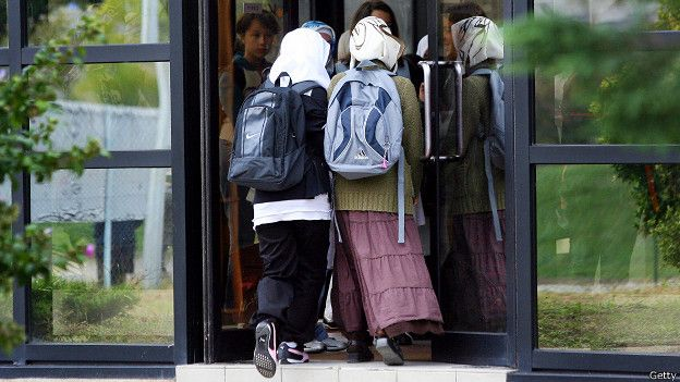 Школьницы-мусульманки во Франции