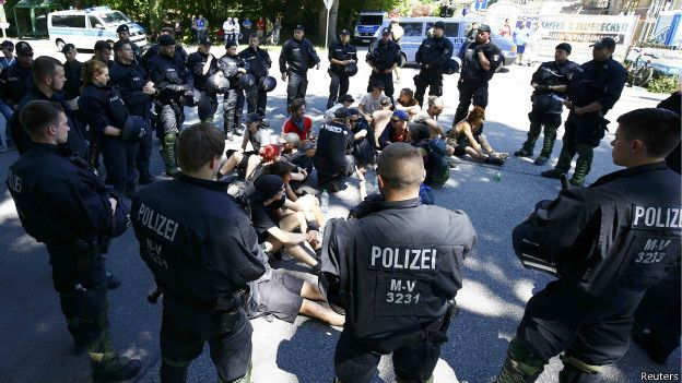 Протесты во время G7