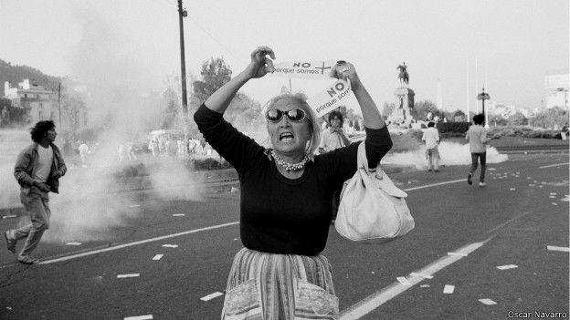 Mujer protestando