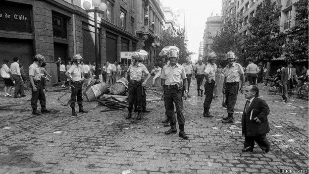 Policías y enano
