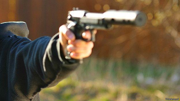 Arma con silenciador
