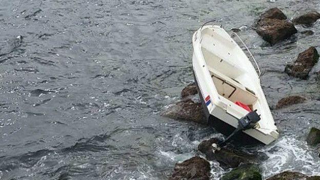 Imagen de un bote sobre la playa