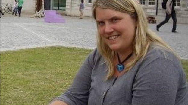 Alice Evans, fotógrafa, realizadora de video y enferma de esquizofrenia