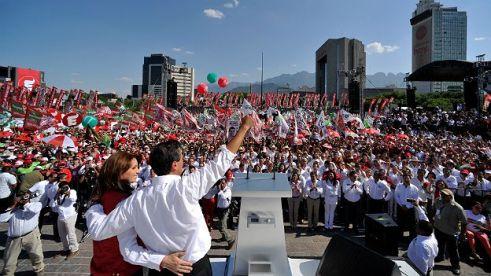 Acto de campaña de Peña Nieto con Angélica Rivera