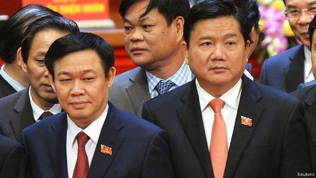 Ông Vương Đình Huệ (trái)