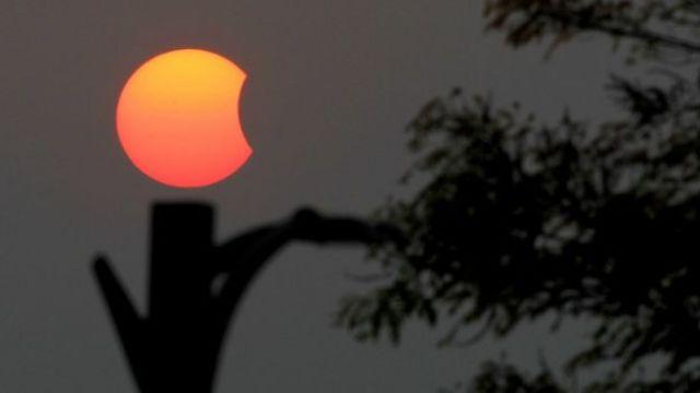 El eclipse solar parcial visto desde Myanmar, al sur de Asia