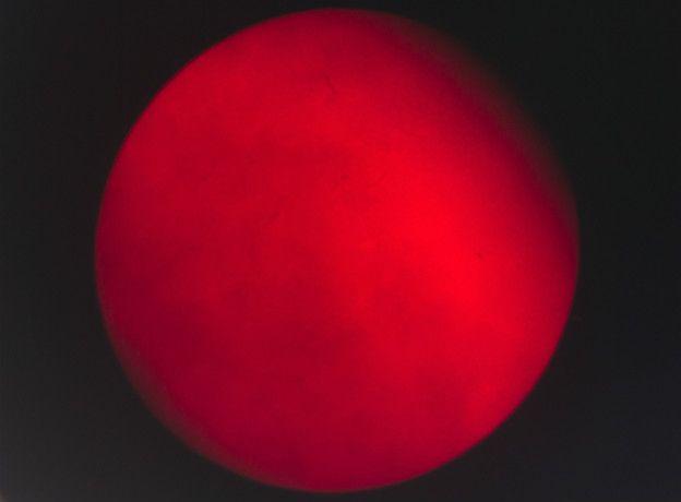 Mercurio atravesando el Sol
