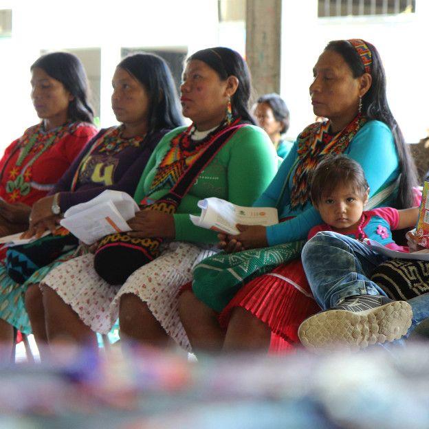 Mujeres Embera en encuentro sobre MGF