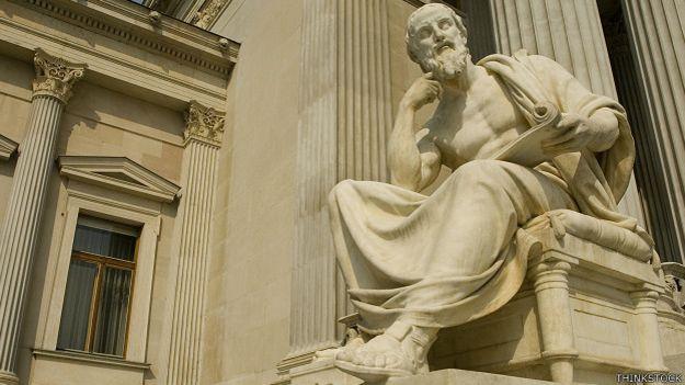 Estatua filosofo