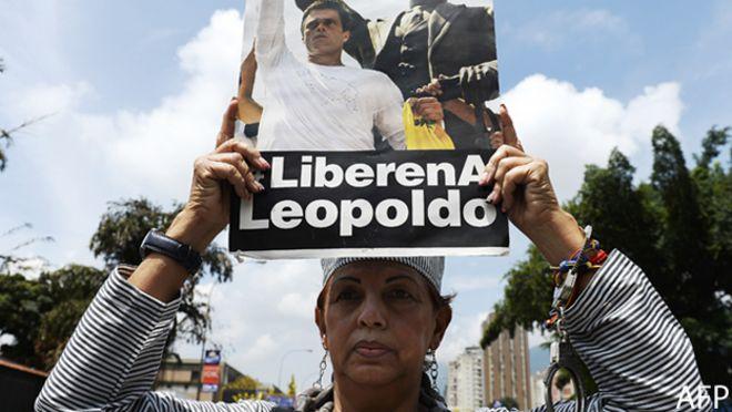Mujer apoya a Leopoldo López