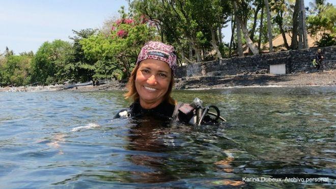 Karina Dubeux, brasileña sobreviviente del tsunami de 2004 en Tailandia, a punto de bucear