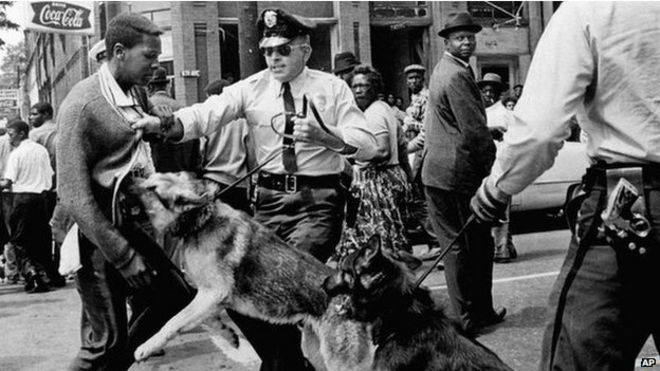 Enfrentamiento entre manifestantes y policías estatales de Alabama