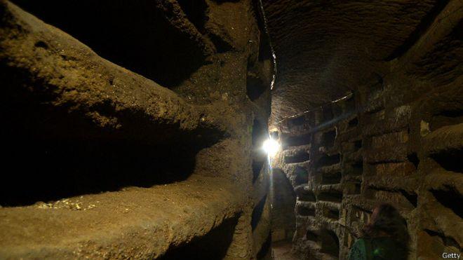 Uno de los pasillos de las catacumbas de Santa Priscila