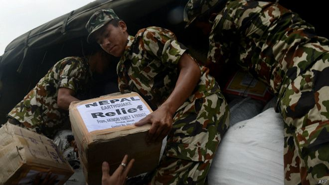 150503034417_cn_nepal_relief_army_loading_624x351_afp.jpg