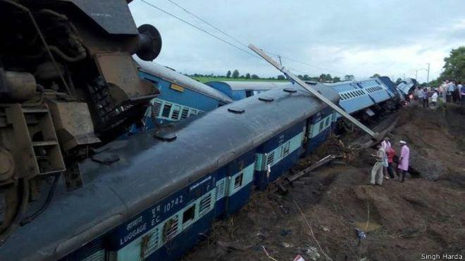 150805045515_indian_trains_derailment_madhya_624x351_singhharda.jpg