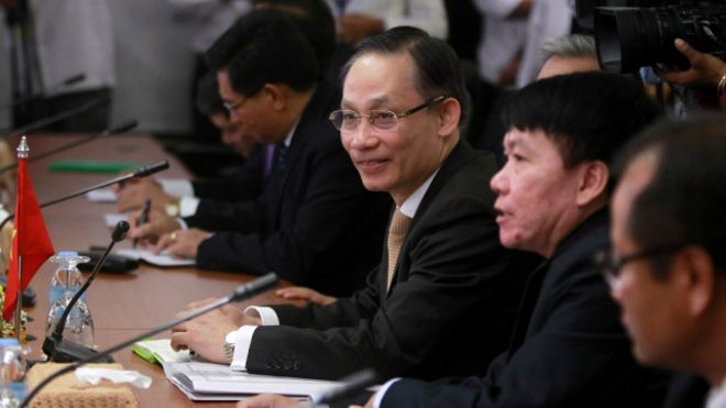 160830102238_le_hoai_trung_cambodia_meeting_640x360_reuters_nocredit.jpg