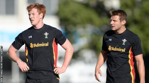 Rhys Patchell (L) will provide cover for first-choice Wales fly-half Dan Biggar