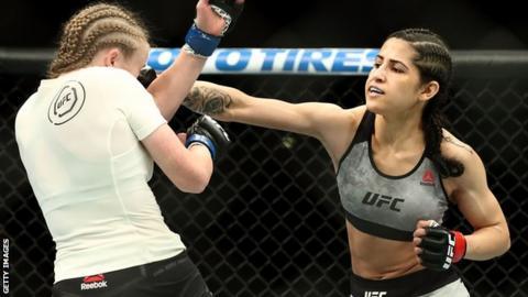 Polyana Viana fighting JJ Aldrich in August 2018