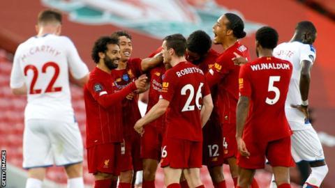sport Liverpool players celebrate