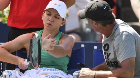 Simona Halep and coach Darren Cahill during a coaching time-out