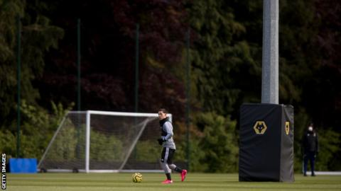 Wolves' Daniel Podence trains alone