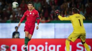 Cristiano Ronaldo chips Anthony Moris