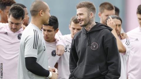 sport David Beckham (right)