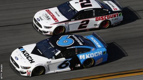 trump Ryan Newman leads Denny Hamlin at the Daytona 500