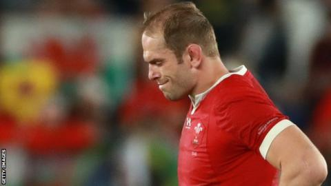 Alun Wyn Jones reacts