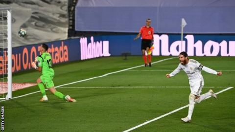Real Madrid 1-0 Getafe: Sergio Ramos penalty sends Real four clear ...