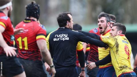 Spanish players confront referee Vlad Iordachescu