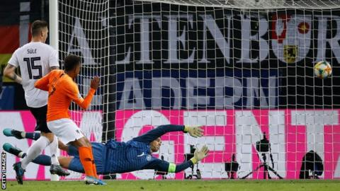 Donyell Malen scores for the Netherlands