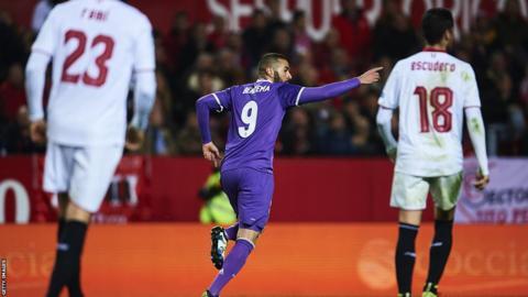 Karim Benzema celebra el gol ante el Sevilla