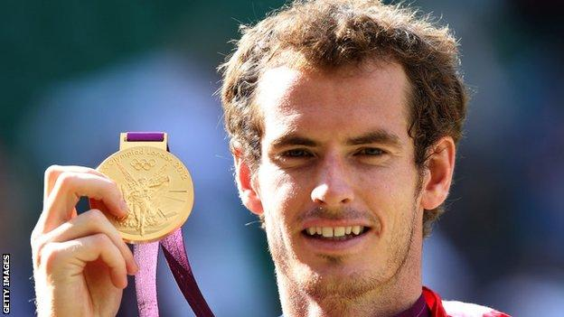 sport Andy Murray shows his London 2012 gold medal